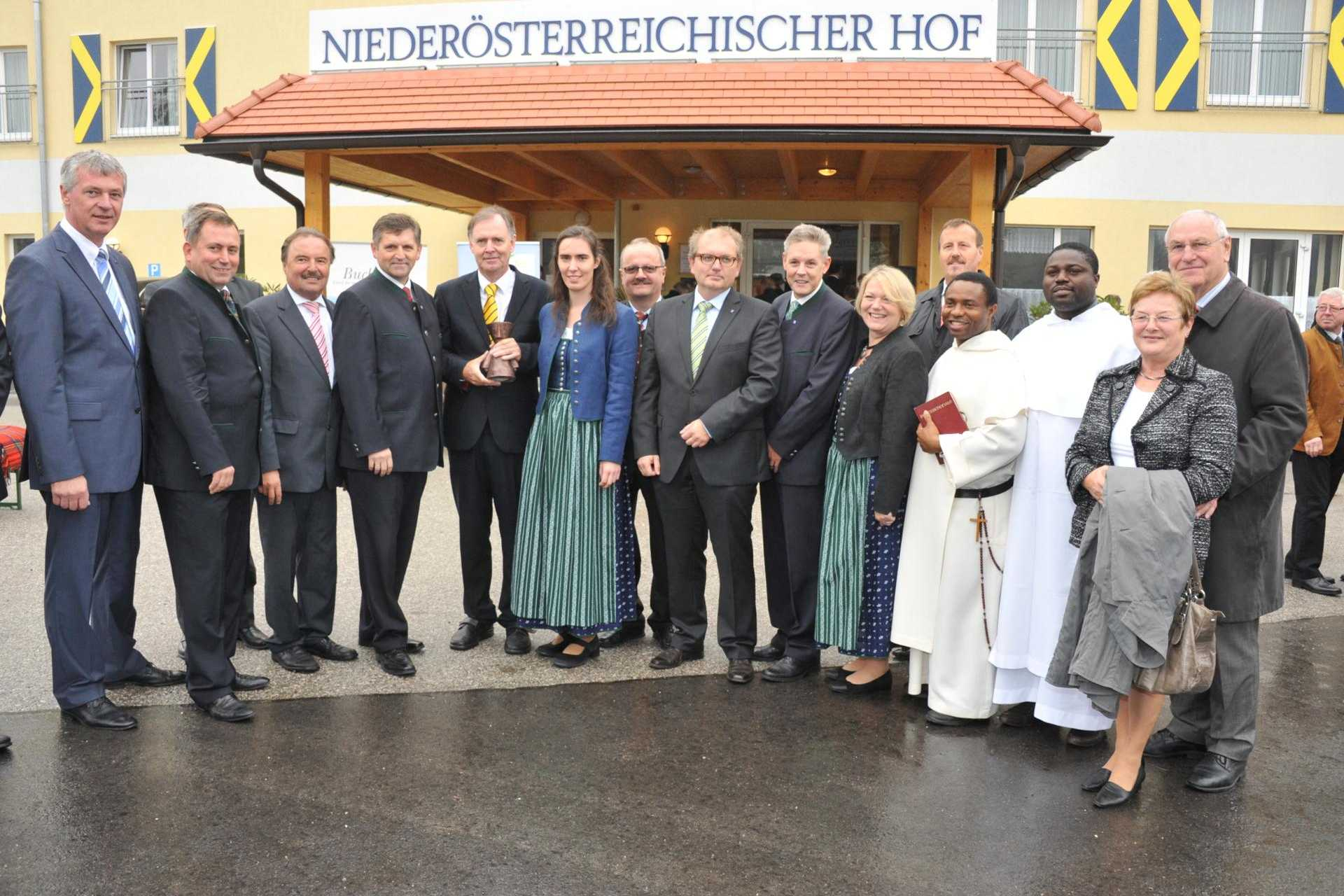 Eröffnung mit lokaler Prominenz 2012